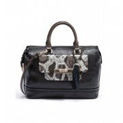 -Kabelka GUESS Spotlight Box Satchel