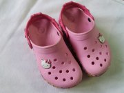 Krasne Hallo Kitty crocs/nazouvaky