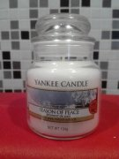Vonna svicka YANKEE CANDLE Season of Peace 104 gr