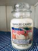 Yankee Candle svíčka White Chocolate Apple USA