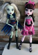MONSTER HIGH  Frankie a Draculaura